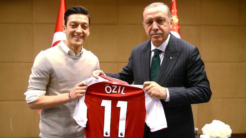 Polémica foto Mesut Ozil Erdogan.png