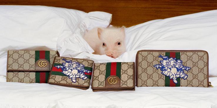 c04212bed Homenajeando este Año Nuevo Chino, Gucci ha lanzado una colección inspirada  en el cuento de los Tres cerditos que coronan, ...